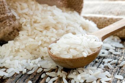 Cuiller de riz blanc